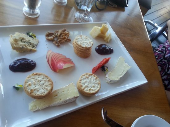Palmer's Winery: cheese plate to die for