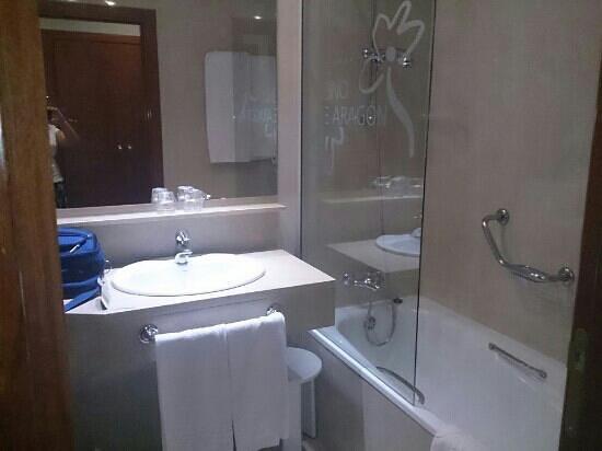 Silken Reino de Aragon Hotel: baño