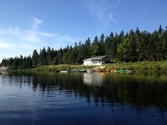 Alma, Kanada: calm day on the lake