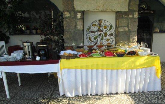 Su Hotel: Su Otel breakfast table