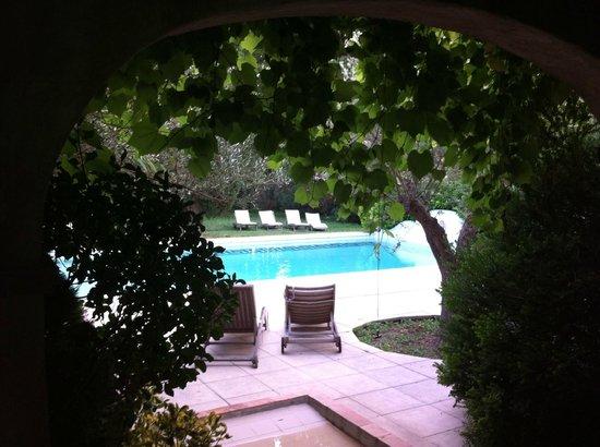 Chateau de Cavanac : Zona de entrada a la piscina (ojo que casi te obligan a mojarte los pies para entrar)