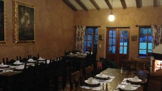 Las Palmeras Inn: Dining room