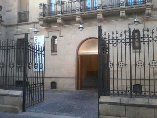 Centro de Artes Visuales Fundación Helga de Alvear: Entrada
