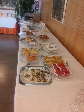 La Marina Camping & Resort: Buffet libre en el desayuno