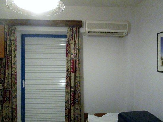Apollon Hotel Apartments: Condizionatore