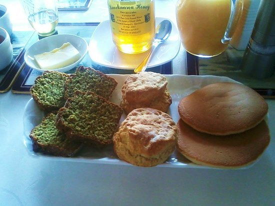 Keeragh Lodge Bed & Breakfast: Scones, pane e....Meraviglia!!! :)