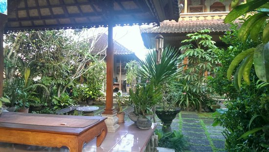 Nirwa Ubud Homestay: Between the bungalows