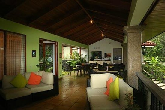 Terrazas de Golf Boutique Hotel : Outdoor great room.