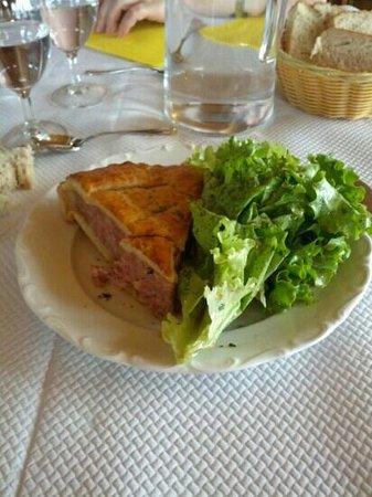 La Ferme Auberge du Rain des chenes: Tourte à la viande