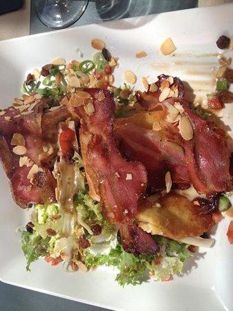 Le café de la place : pain perdu de chèvre chaud aux figues et amandes grillées accompagné de sa ventrèche grillée