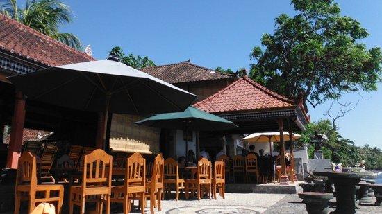Paradise Palm Beach Bungalows : the restaurant