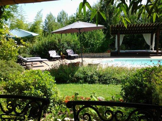 Zazen Location: vue  sur  piscine