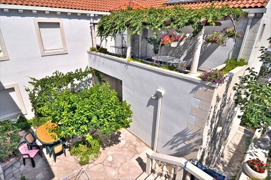 Apartments Mladinic: patio