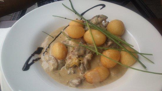 Avilys: Beef Stroganoff con besciamella ai funghi e french potatoes