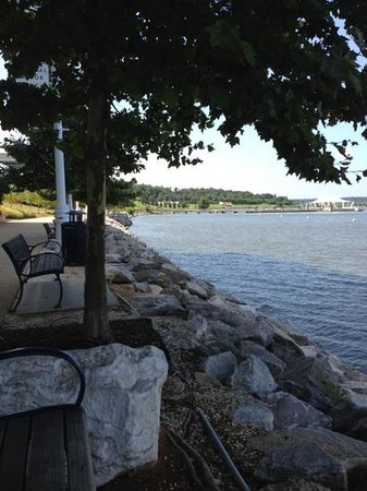 Wyndham Vacation Resorts At National Harbor: outside Gaylord hotel & convention center