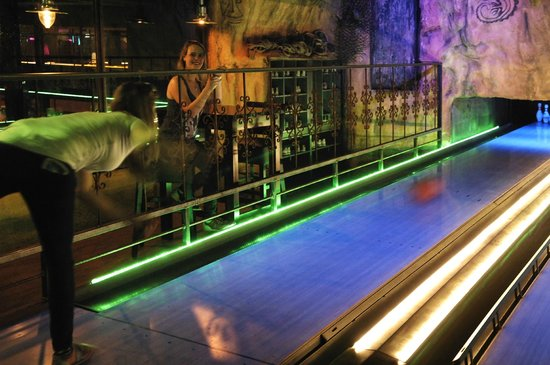 De Voltage Indoor Entertainment Center