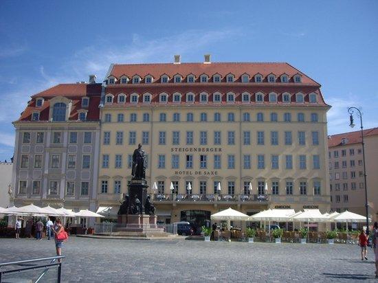 Steigenberger Hotel de Saxe: Front of hotel.