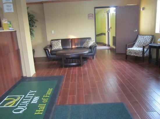 Quality Inn Hall of Fame: Lobby