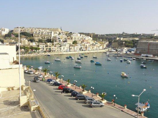 Villa Del Porto: Vue depuis le balcon maltais de notre chambre donnant sur la rue