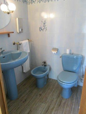 Hotel Le Dandy: Bathroom