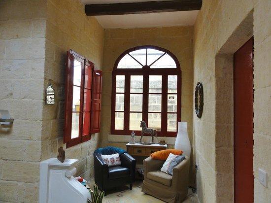 Mia Casa Bed and Breakfast Gozo : petit salon à l'étage