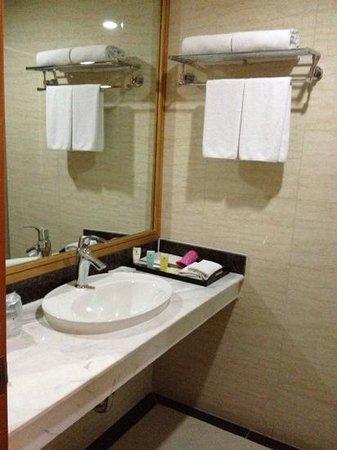 Prestige Hotel: bathroom