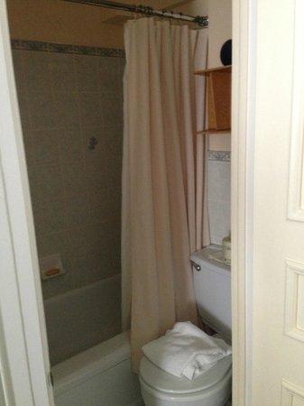 Le Chateau de Pierre: Bathroom