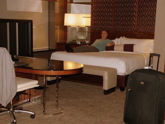 MGM Grand Hotel and Casino: bed