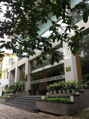 Prestige Hotel: hotel prestige entrance