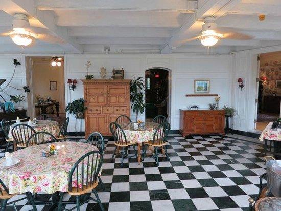 The Willard Street Inn: Breakfast room