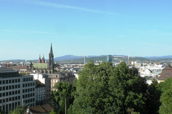 Metropol Hotel Basel: The view from my 8th floor room