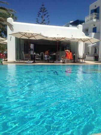 Hotel Dilino & Studios: La piscina dell'Hotel Dilino