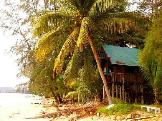 KP Huts: beachfront bungalow
