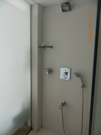 Hotel Fidalgo Bathroom