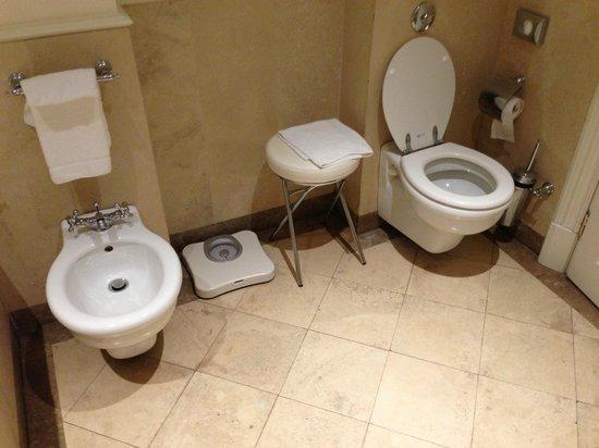 Serristori Palace: Интерьер ванной в теплых тонах, качественный