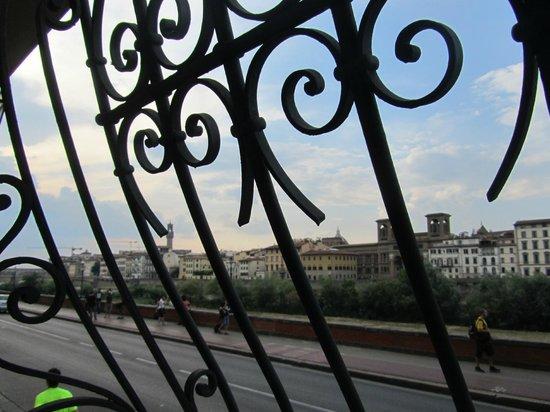 Serristori Palace: Вид из окна первого этажа