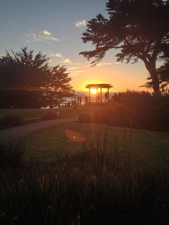 Ragged Point Inn and Resort: Sunset at Ragged Point