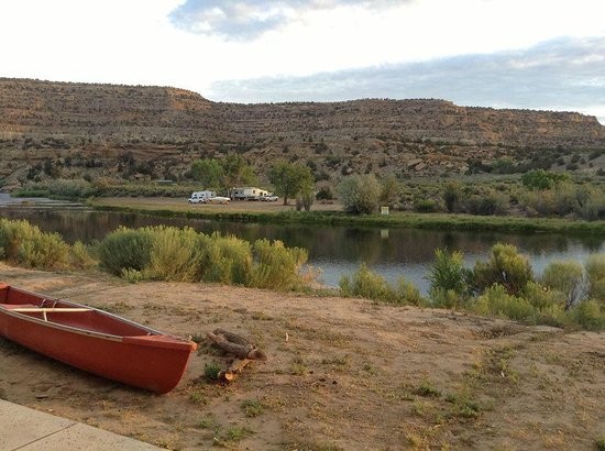 Fisheads San Juan River Lodge: Woke up to this gorgeous sunrise over San Juan River just outside my room everyday