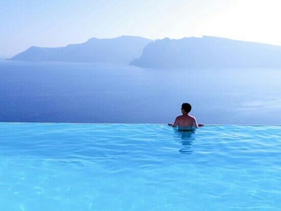 Katikies Hotel: me enjoying a swim in the infinity pool!