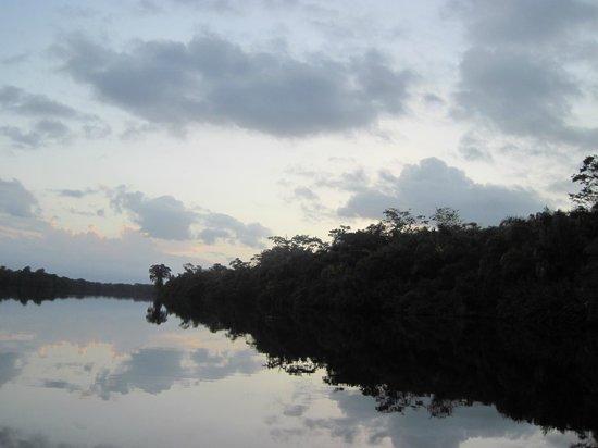 Aamvecona: este río es un espejo