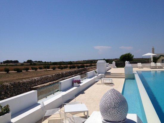 Masseria Bagnara Resort & Spa : la piscina e la campagna