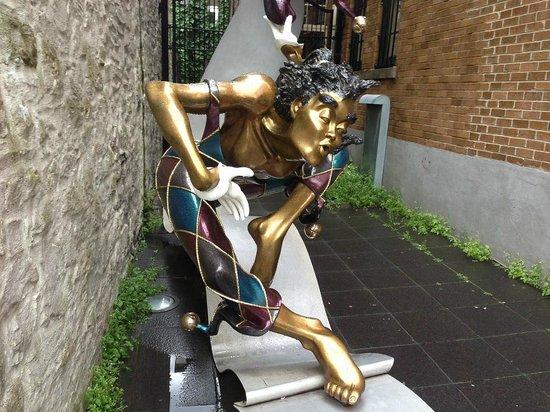 ART STATUE AT ST. ANNE STREET