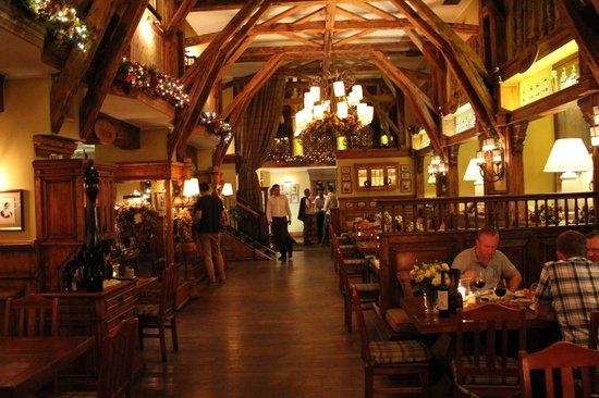 Salle manger picture of stary dom restaurant warsaw for Restaurant salle a manger