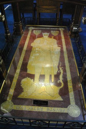 Dunfermline Abbey and Palace: Robert Bruce Tomb
