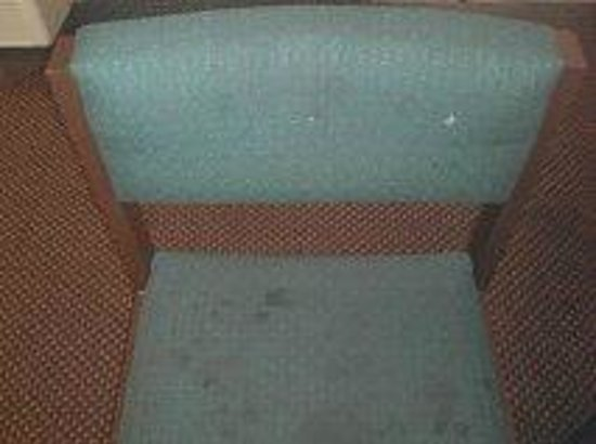 Days Inn Okemah : chair in the room