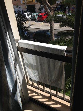 Hotel y Apartamentos Casablanca: В номере, где нет балкона, есть это