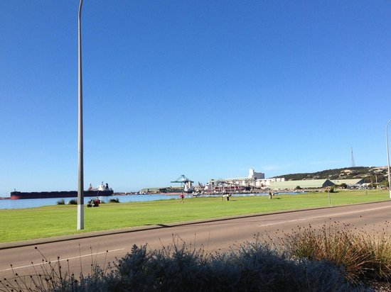 Best Western Hospitality Inn Esperance: View of the foreshore from hotel