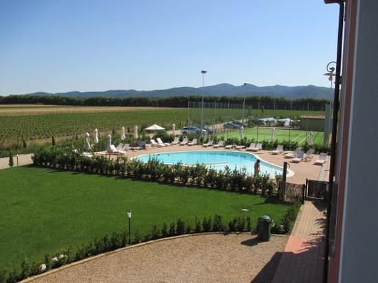 Resort Il Casale Bolgherese: vista piscina