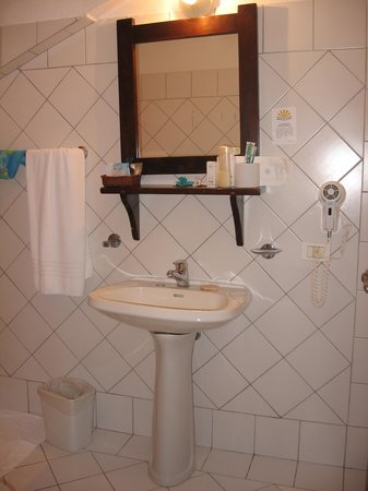 Club Valtur Colonna Beach : stanza 238 bagno.....