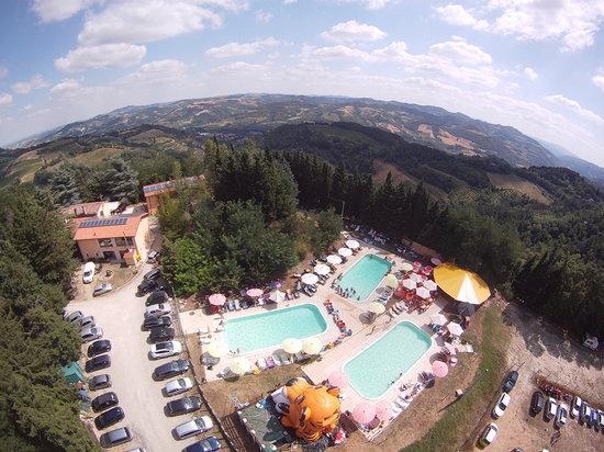 Agriturismo Monte Del Sol: vista panoramica parco piscine